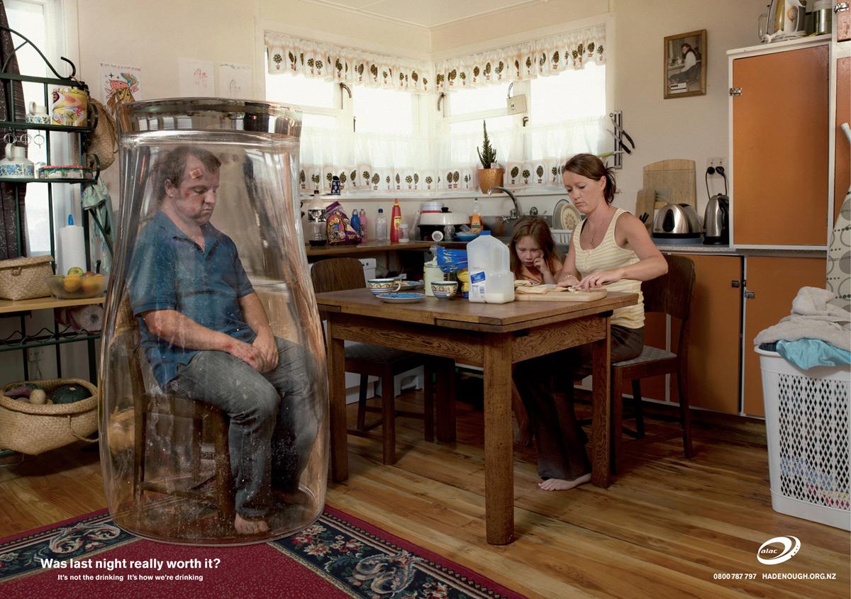 Il padre bevente anziano comessere